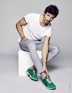 Xti delivers a supermodel worthy spring-summer 2017 campaign. The footwear brand taps models Andres Velencoso and Alessandra Ambrosio as The Perfect Pair for… Sneakers Outfit Men, Green Sneakers, Men Street Look, Traje Casual, Men's Fashion, Men Photoshoot, Best Dressed Man, Business Dresses, Photography Poses For Men