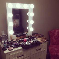 Love it!  #repost @nicolesvanity  Got to use my new makeup vanity today!! Love it!! #nicolesvanity  #ImpressionsVanityVogue #vanitymirror #vanityinspo #makeup #vanitymirror