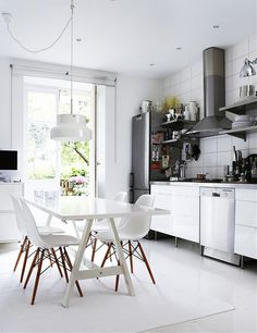 Black And White Themes, Contemporary Interior Design Kitchen Contemporary Interior Design, Modern Kitchen Design, Interior Design Kitchen, Kitchen Decor, Kitchen Chairs, Kitchen Dining, Interior Ideas, Kitchen Contemporary, Decorating Kitchen