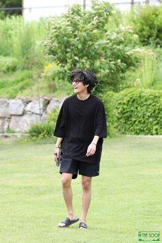 Kim Taehyung Funny, V Taehyung, Bts Jungkook, Namjoon, Hyuna Photoshoot, Taehyung Photoshoot, Foto Bts, Bts Photo, V Bts Cute