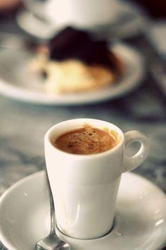 Buenos días!!!! Semana nueva.... A gastarla!!!! Ahora mismo un break para café, esto ha empezado tempranito hoy... Unos recados, Gym y más Clases Un día completito In the garlic :)) ♪♫♪ www.alejandra-toledano.com