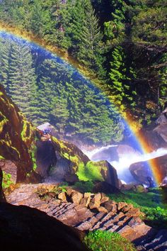 Mist Trail in Yosemite National Park, California All Nature, Amazing Nature, Mist Trail Yosemite, Arches Nationalpark, Beautiful World, Beautiful Places, North Cascades, Great Smoky Mountains, Belleza Natural