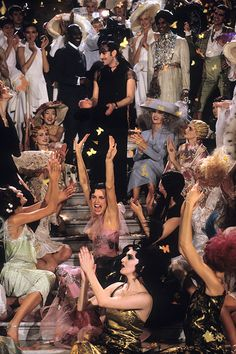 Christian Dior haute couture spring/summer 1998 by John Galliano. The most unforgettable fashion show ever! The fashion show was take place at Opera Garnier Paris. John Galliano, Galliano Dior, Dior Haute Couture, Christian Dior Couture, Studio 54, The Wombats, Foto Art, The Great Gatsby, Elle Macpherson