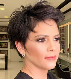 50 Brilliant Haircuts for Fine Hair Worth Trying in 2020 - Hair Adviser Find the best way to make your hair look alive and voluminous with this impressive list of hairstyles and haircuts for fine hair. Haircuts For Thin Fine Hair, Long Fine Hair, Short Hairstyles Fine, Short Pixie Haircuts, Cool Hairstyles, Hairstyles Videos, Everyday Hairstyles, Formal Hairstyles, Ponytail Hairstyles