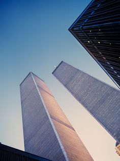 The original World Trade Center, Twin Towers, taken by a NASA employee World Trade Center Pictures, World Trade Center Nyc, Trade Centre, Modern Buildings, Beautiful Buildings, Modern Architecture, Ny Skyline, Home Nyc, Retro Interior Design