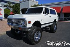 "1972 Chevrolet K5 Blazer White | 400 HP 383 Stroker Engine | Hughes 35-1C Turbo 350 Transmission Powdercoated | 20x12 Fuel Offroad Throttle Chrome -44mm w/ Painted Center Cap ""F"" Logo White 