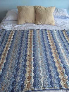 Wavy Blanky in beautiful beach colours. Free pattern by Stephanie Gage