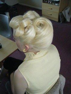 vintage hair. Prom?! @Sarina Wiltshire Wiltshire Mountcastle