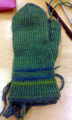HV-skolan Stickresan Karin Kahnlund Evelyns vante Fingerless Mittens, Knit Mittens, Mitten Gloves, Knitted Hats, Wrist Warmers, Nordic Style, Twine, Knit Crochet, Crochet Patterns