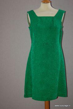 Cocktailjurk van groene relief stof. Siebbeles.(1960E007)