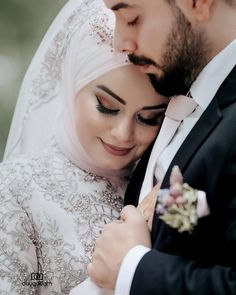 New photography poses outdoor hijab 63 Ideas Wedding Couple Poses Photography, Wedding Poses, Wedding Couples, Couples Musulmans, Cute Muslim Couples, Wedding Hijab Styles, Pakistani Wedding Dresses, Dress Wedding, Romantic Wedding Photos