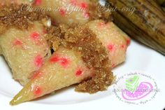 Savor the goodness of the oldest and popular Filipino snack which is the Suman sa Gata. It is a Filipino treat of glutinous rice, grain or root cooked in coconut milk and sugar.