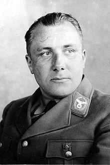 martin bormann Duits nationaalsocialistisch politicus en secretaris van dictator Adolf Hitler, Waarschijnlijk kwam Bormann bij een granaatontploffing om het leven.