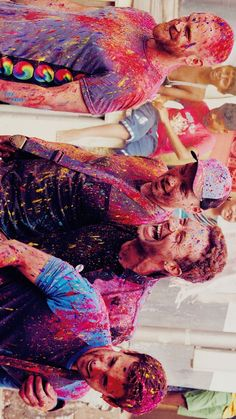 """Coldplay """"Hymn For The Weekend"""" video filmed during Holi Imagine Dragons, Coldplay Hymn, Coldplay Concert, Groupe Pop Rock, Rock 13, Coldplay Wallpaper, Historia Do Rock, Hymn For The Weekend, Chris Martin Coldplay"""