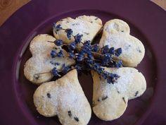 Lavande : cœurs à croquer pour le faire craquer ! Cookies, Desserts, Kids, Drying Lavender, Herbs, Food Porn, Eat, Pretty, Crack Crackers