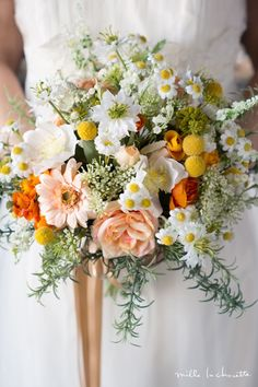 Light colors but with a pop Yellow Wedding Flowers, Bridesmaid Flowers, Bridal Flowers, Flower Bouquet Wedding, Floral Wedding, Gerbera, Sola Flowers, Wedding Officiant, Floral Bouquets