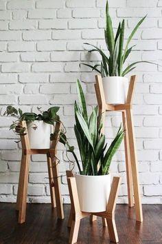 75 Excellent DIY Planter Box Plans, Designs And Ideas - Page 6 of 76 Diy Planters, Deco, Decor, Plant Stand, Garden Design, Indoor Decor, Table Decor Living Room, Planter Box Plans, House Plants Decor