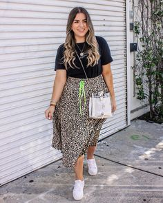 I shared this fun skirt on my stories over the weekend and I've never received so many messages! Something about the animal print + that pop of neon is trendy but…Read Chubby Fashion, Curvy Girl Fashion, Plus Size Fashion, Mode Outfits, Skirt Outfits, Casual Outfits, Fashion Outfits, Casual Weekend Outfit, Brunch Outfit