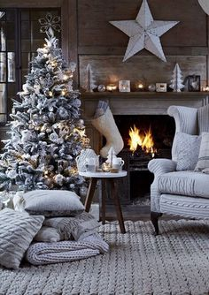 Good afternoon Edgers!! Did you know there are only SEVEN DAYS until Christmas? It's crazy! How did this happen so fast? If you haven't been joining us these last few weeks, we have been paying hom...