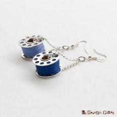 Boucles doreilles de couturière couleur bleu par LaMauvaiseGraine, $11