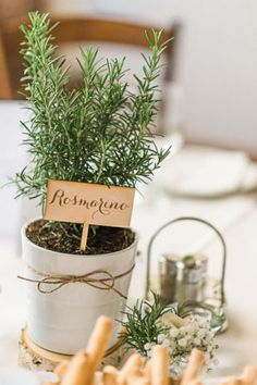 rosemary centerpiece | photo by Giovanna Aprili http://weddingwonderland.it/2016/05/matrimonio-in-cascina.html