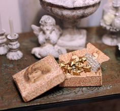 Christmas garland box dollhouse minature por PetitBrocanteMinis
