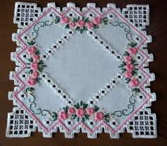 Doily in Hardanger and colored embroidery *variant Types Of Embroidery, Learn Embroidery, Embroidery Patterns, Hand Embroidery, Hardanger Embroidery, Cross Stitch Embroidery, Drawn Thread, Brazilian Embroidery, Satin Stitch
