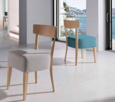 silla de comedor de diseo con respaldo bajo asiento grueso tapizado respaldo y patas