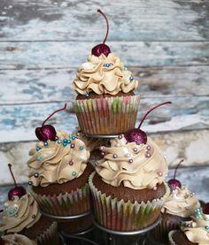 Ranteita myöjen taikinasa: Muffinsit yllätys sydämellä Geisha, Cupcakes, Baking, Desserts, Christmas, Food, Dreams, Mascarpone, Tailgate Desserts