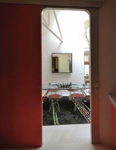 Casinha colorida: Em Paris, um loft com design fantástico e o charme do novo Memphis