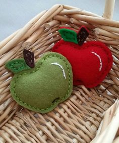 felt art Wool Felt, Red or Green felt apple, Felt Fruit, Snap Hair Clip - Alligator or Felt Diy, Felt Crafts, Fabric Crafts, Diy And Crafts, Crafts For Kids, Handmade Felt, Decoration Creche, Felt Decorations, Felt Christmas Ornaments