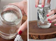 Come creare un globo di neve fai da te completamente personalizzabile; un regalo ideale da dedicare agli amici amanti dei lavori artigianali e del Natale!