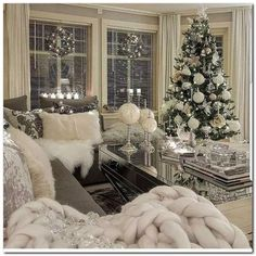 best white Christmas room decor ideas room White Christmas decor ideas for soft, warm and fresh vibes in your christmas decorated room Decoration Chic, Decoration Pictures, Rustic Decor, Farmhouse Decor, Christmas Living Rooms, Diy Christmas Room Decor, Christmas Bedroom, Noel Christmas, Outdoor Christmas