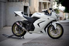 Kawasaki Ninja 250R (White). YES PLEASE!!! <3