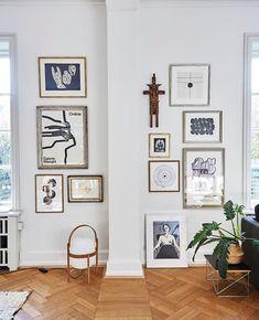 Intet slår en god billedvæg 💛 For at skabe balance og dynamik er det en god idé også at hænge andet end blot billedrammer op, så det… Gallery Wall, Display Wall, Wall Decor, Concept, Balance, Home Decor, Wall Hanging Decor, Decoration Home, Room Decor