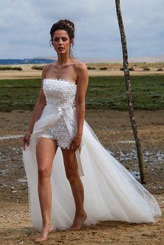 Oserez-vous la version shorty + bustier pour votre tenue de mariée ? Cette combi short robe est signée Marie Laporte