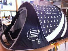 Breizh Camping Gwen ha du  La tente 2 secondes Quechua de Decathlon... version noir et blanc  Finistère Bretagne