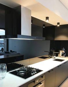 Kitchen Mirror Splashback, Black Splashback, Kitchen Wall Tiles Design, Coloured Glass Splashbacks, Glass Kitchen Cabinets, Glass Tile Backsplash, Kitchen Cabinet Design, Splashback Ideas, Kitchen Reno