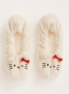 Keep your feet cozy while staying cute! These furry Hello Kitty slipper socks have a faux fur lining that will keep your toes toasty. The embroidered Hello Kitty toes are aww-dorable. Bunny Slippers, Slipper Socks, Harry Potter Socks, Hello Kitty Dress, Bed Socks, Cute Bunny, Sanrio, Best Gifts, Torrid