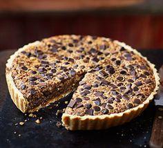 Chocolate Chip Pecan Pie - Delicious Recipes Now Bbc Good Food Recipes, Pie Recipes, Pastry Recipes, Delicious Recipes, Recipies, Yummy Food, Chocolate Chip Pecan Pie, Chocolate Filling, Chocolate Chips