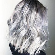 33 trendy ombre hair color ideas of 2019 - Hairstyles Trends Ombre Hair Color, Hair Color Balayage, Hair Colors, Brunette Color, Blonde Balayage, Blonde Grise, Smoke Hair, Silver Grey Hair, Silver Platinum Hair