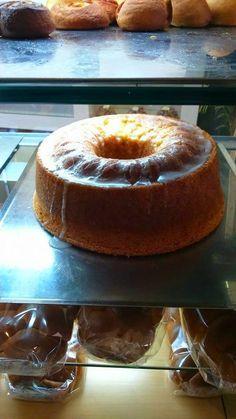 ΥΛΙΚΑ 500γρ αλέυρι που φουσκώνει μόνο του 2 κούπες ζάχαρη 250γρ βούτυρο 4 αυγά 1/2 κούπα χυμό λεμόνι 1 κούπα γάλα ξύσμα από ... Greek Sweets, Greek Desserts, Greek Recipes, Brownie Cake, Brownies, Cakes And More, Doughnut, Cake Recipes, Cheesecake