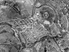 1929.Foto aérea. Pamplona, City Photo, Php, Fire Dept, Antique Photos, Cities, Historia, Old Photography, Fotografia