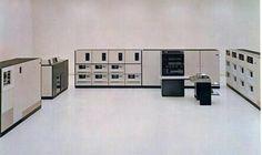 Aprendí en esta computadora los lenguajes Assembler, PL/I y COBOL. Me gradué en la Escuela Internacional de Computación Venezuela año 1974