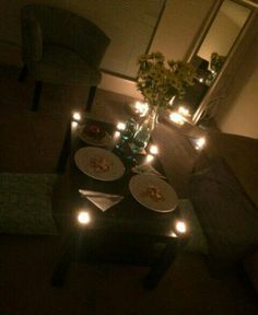 At home more easy romantic dinner, romantic home dates, romantic meals, rom Romantic Home Dates, Easy Romantic Dinner, Romantic Surprise, Romantic Picnics, Romantic Dinners, Romantic Master Bedroom, Romantic Room, Romantic Night, Master Bedrooms