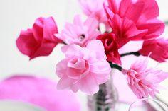 DIY Anleitung: Blumen basteln aus Papier von we love handmade | DaWanda - People and Products with Love