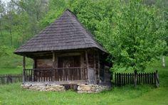 răsfăț boieresc la conacul lui Maldar Turism Romania, Bucharest Romania, Garden Buildings, Cabin Plans, Illustrations And Posters, Handmade Home, Eastern Europe, Traditional House, Warm And Cozy