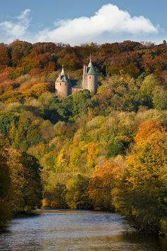 The Red Castle (Castell Coch), above the village of Tongwynlais,to the north of Cardiff, Wales. Coch is a Gothic Revival castle built on the remains of a fortification. Beautiful Castles, Beautiful Places, Amazing Places, Places To Travel, Places To See, Travel Destinations, Famous Castles, Kirchen, Belle Photo