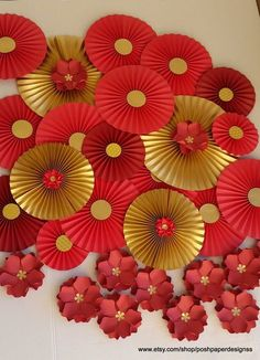 30 Best Inspiring Lunar New Year Decoration Ideas - Elevatedroom Chinese Theme Parties, Chinese New Year Party, New Years Party, Chinese New Years, Japanese New Year, Chinese Wedding Decor, Chinese New Year Decorations, New Years Decorations, Paper Decorations