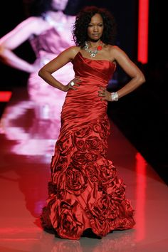 The Heart Truth's Red Dress Collection Fashion Show - Garcelle Beauvais in Monique Lhuillier Black Girls, Black Women, Caribbean Queen, Beautiful Red Dresses, Strapless Dress Formal, Formal Dresses, Go Red, Red Gowns, Red Carpet Fashion